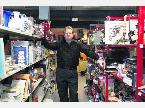 peter hofmann erfindet den flohmarkt in frankfurt neu frankfurt. Black Bedroom Furniture Sets. Home Design Ideas