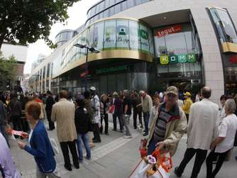Andrang zur er ffnung des offenbacher einkaufszentrums for Ui offenbach