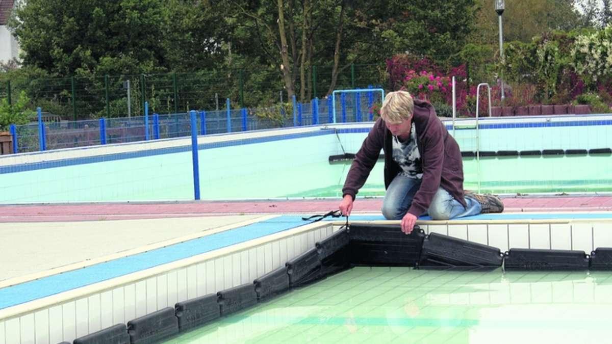 Betriebsleiter roland peterson zieht eine positive bilanz f r 2009 m hlheim for Seligenstadt schwimmbad