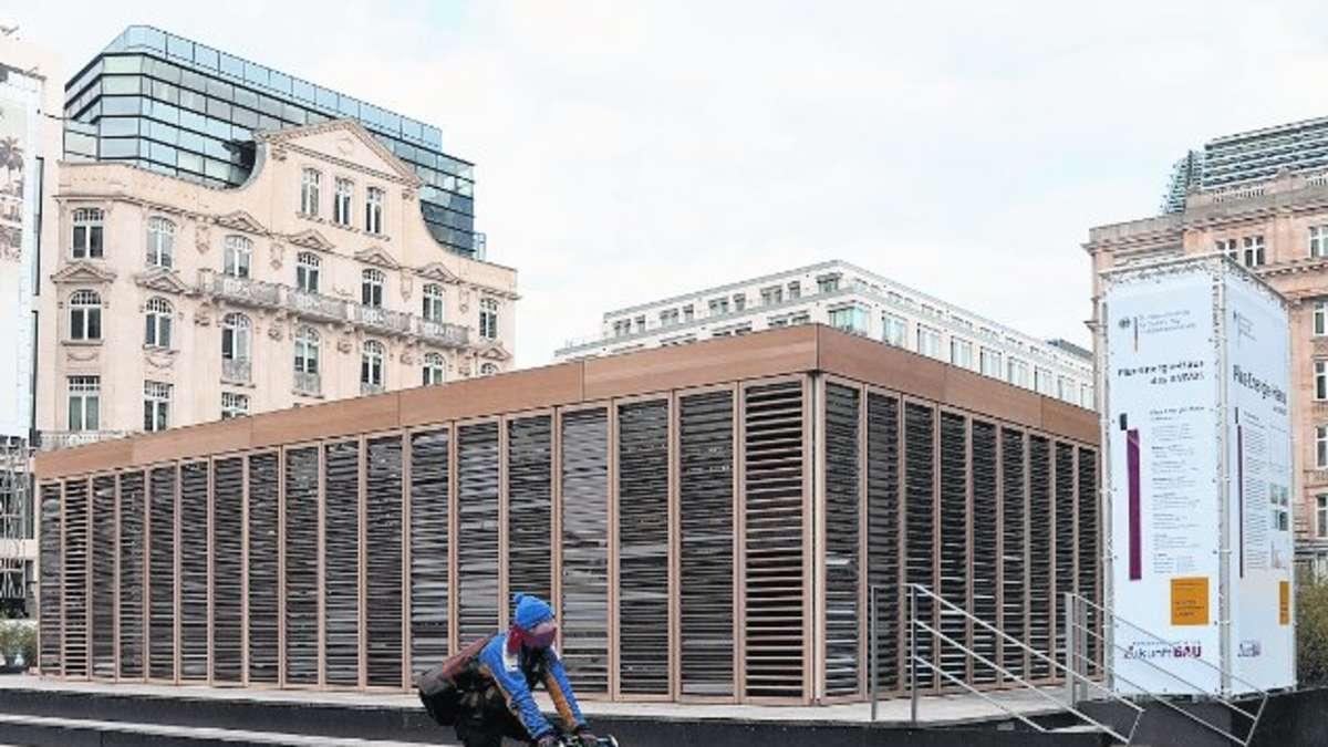 in frankfurt steht ein haus in dem man nicht friert nichts f r energie zahlt und am ende. Black Bedroom Furniture Sets. Home Design Ideas