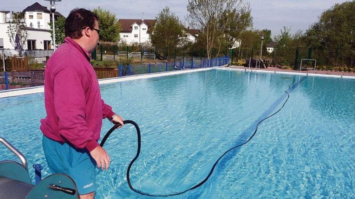 700 000 liter frischwasser f r l mmerspieler freibad m hlheim for Seligenstadt schwimmbad