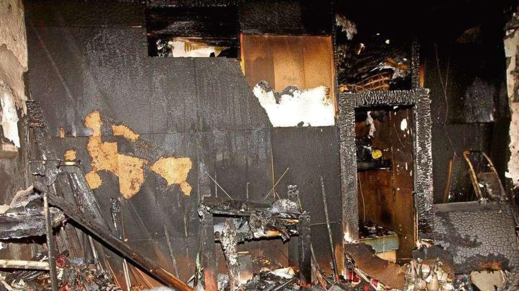 feuer mehrere euro sachschaden bei brand im ehemals besetzten haus an der metzgerstra e. Black Bedroom Furniture Sets. Home Design Ideas