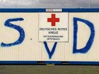 Fans von sv darmstadt 98 stehlen fahnen von kickers for Ui offenbach