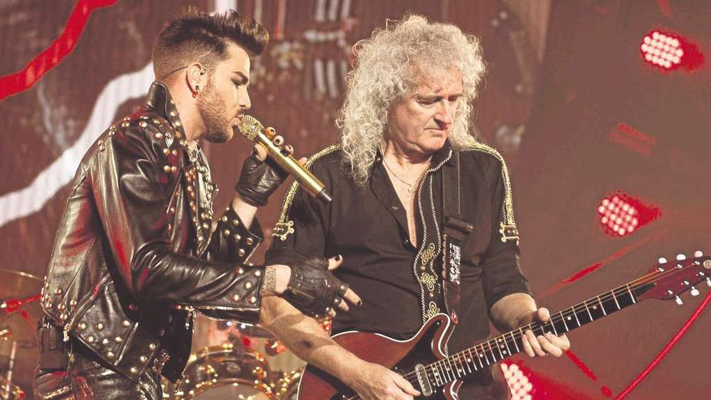 """Buddy you're a boy make a big noise..."" : Adam Lambert (l.) und Brian May rocken die Festhalle."