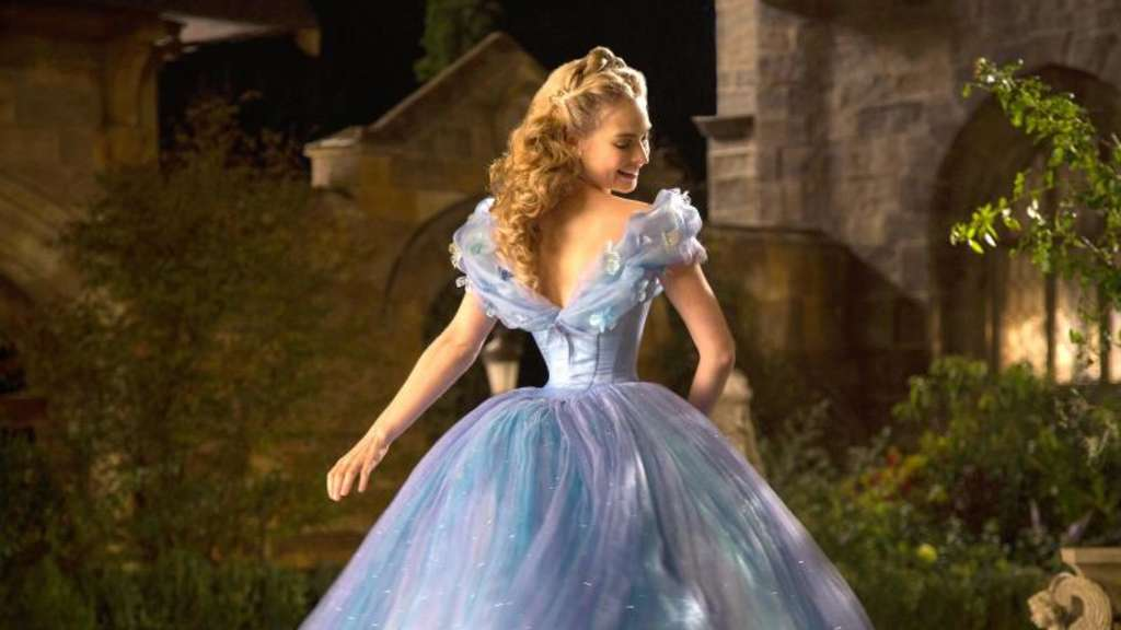 Lily James bezaubert als Cinderella. Foto: Jonathan Olley/Disney Enterprises, Inc.