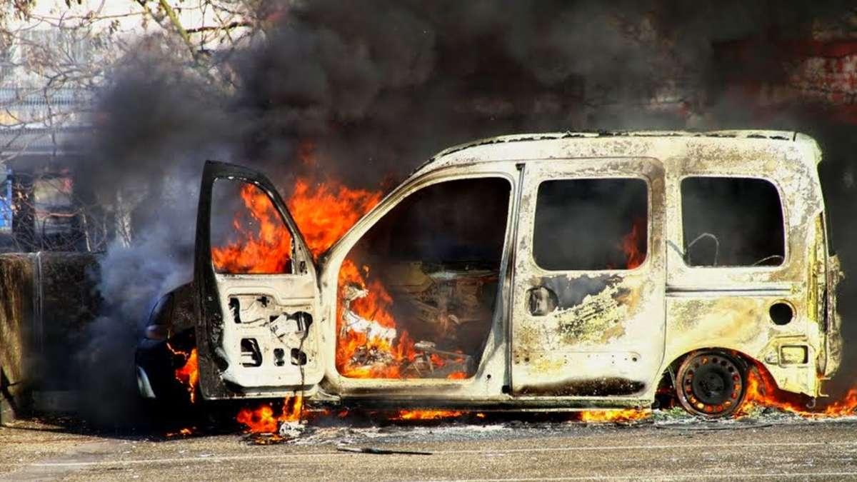 brand in sprendlingen auto auf parkdeck in der n he des real markts in flammen dreieich. Black Bedroom Furniture Sets. Home Design Ideas