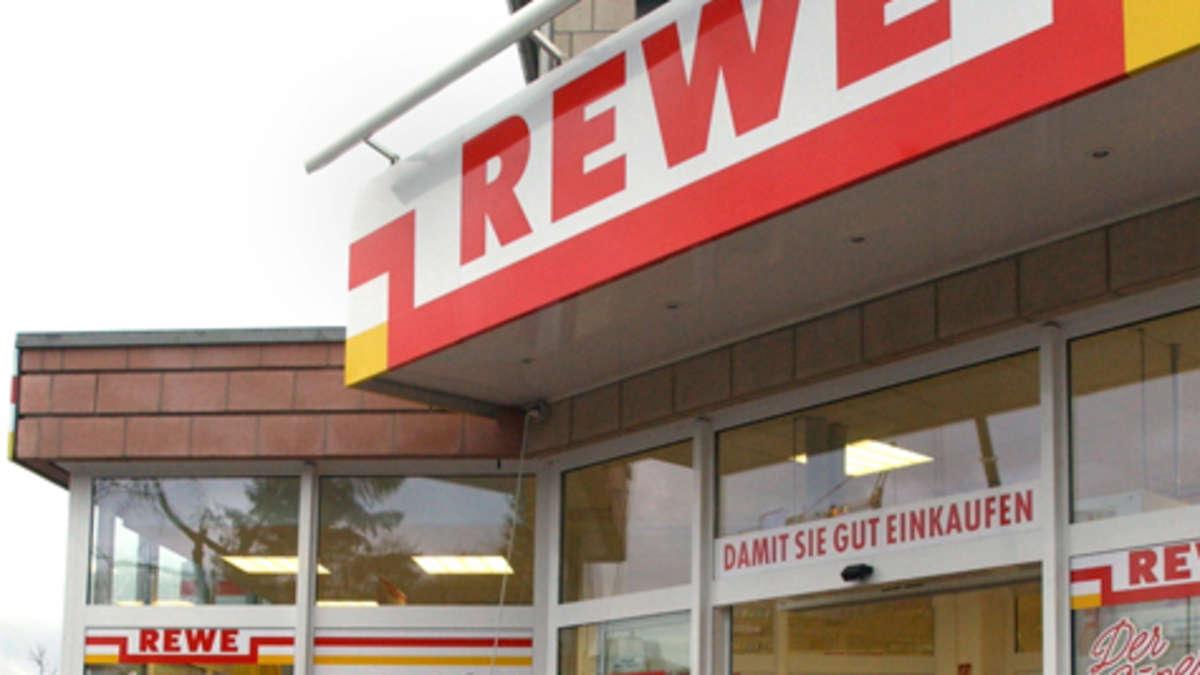 Unfall in rodgau j gesheim mit auto in fensterscheibe for Rewe obertshausen