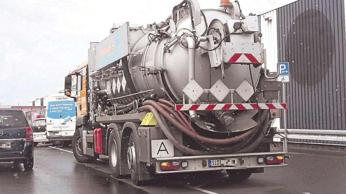 Lkw und kurierauto blockieren behindertenparkpl tze vor for Rewe obertshausen
