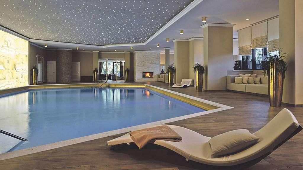 wellnessbereich des kempinski hotels in gravenbruch ist. Black Bedroom Furniture Sets. Home Design Ideas