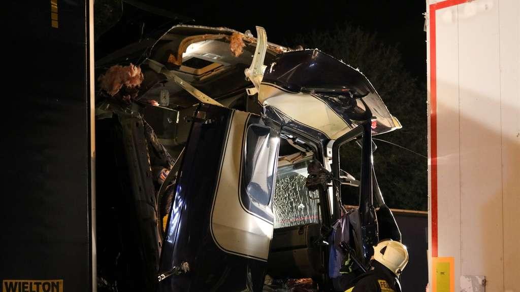 Er rauchte neben dem Lkw | Explosion in Brummi, Fahrer haut ab