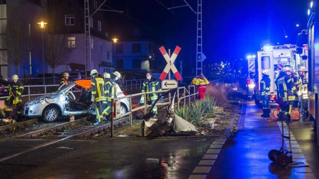 Gaffer behindern Rettungseinsatz nach Unfall in Oberursel