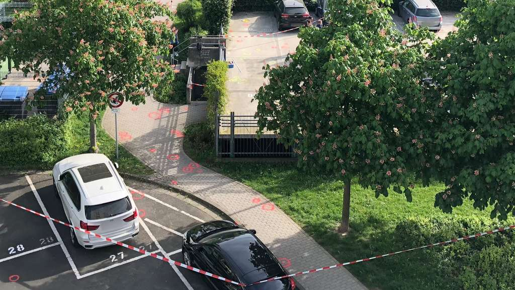 Explosion an einem Auto Eberleinstrasse in Wiesbaden gesperrt