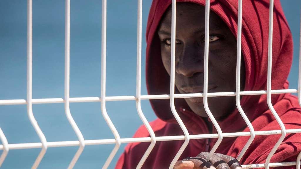 Bundesregierung besorgt über Flüchtlingszahlen in Spanien - Politik