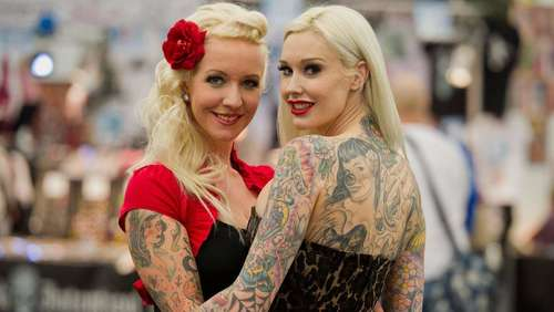 Bunte Kunst auf der Tattoo-Convention