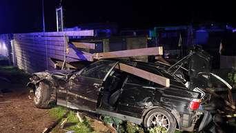 Unfall In Kleingartenanlage Bmw Kracht In Zaun Fahrer Schwer