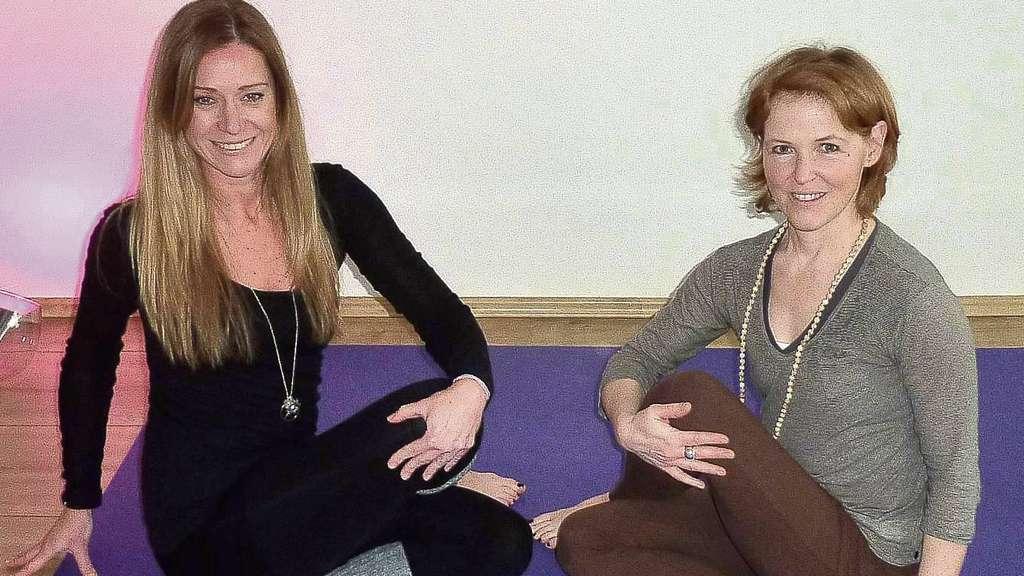 Yoga gegen den Brustkrebs mit Ramona Lauer und Stefanie Ebenfeld aus ...