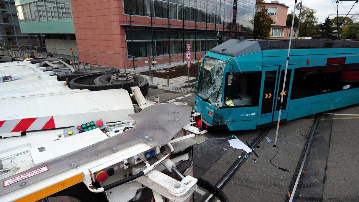 Unfall Straßenbahn Frankfurt