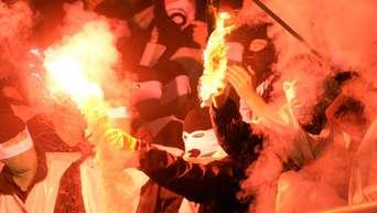 Ultra Szene Im Fussball Zwischen Gewaltfaszination Und