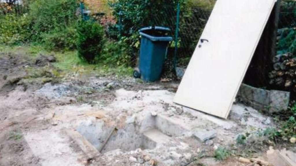 bunker im garten von dietzenbach bombensicheres versteck entdeckt dietzenbach. Black Bedroom Furniture Sets. Home Design Ideas