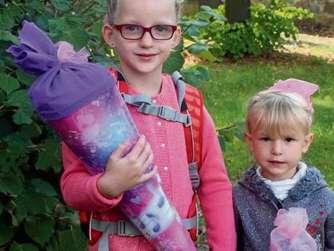 """""""Ich will so sein wie die große Schwester"""" – Die vierjährige Emilia muss noch warten, Schwester Xenia freut sich auf den Start in der Bachwiesenschule."""