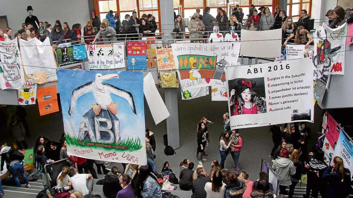Plakate Machen Abiturienten An Der Claus Von Stauffenberg Schule In