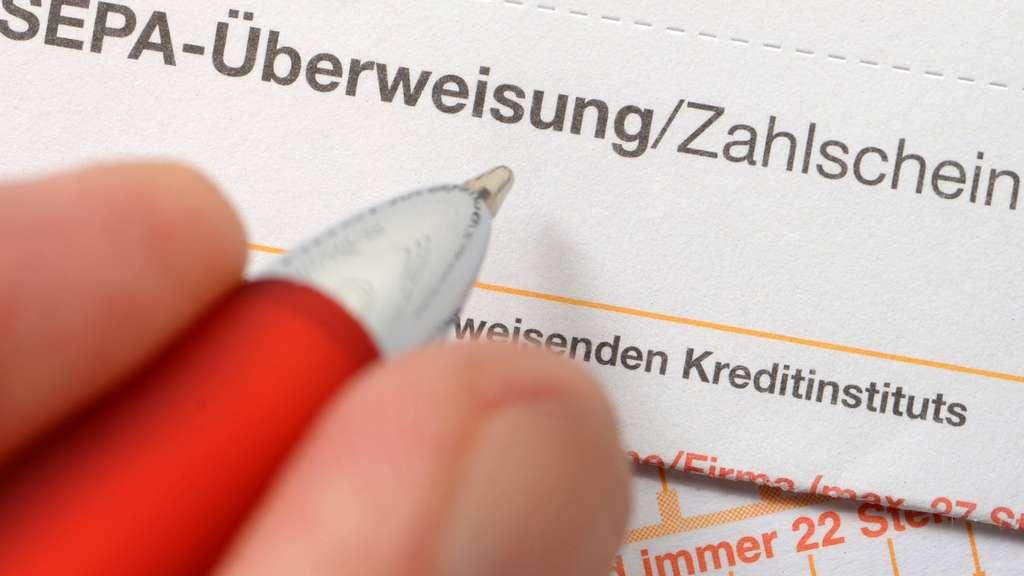Betrüger gestoppt: Gefälschte Unterschrift auf Überweisungsformular ...