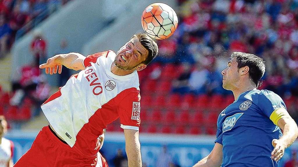 Kickers offenbach ofc siegt 2 1 gegen walldorf aber for Kaufmann offenbach