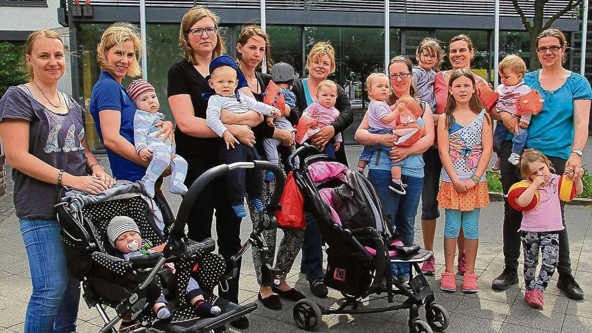 Eltern delegation bergibt 464 unterschriften f r den for Schwimmschule seligenstadt