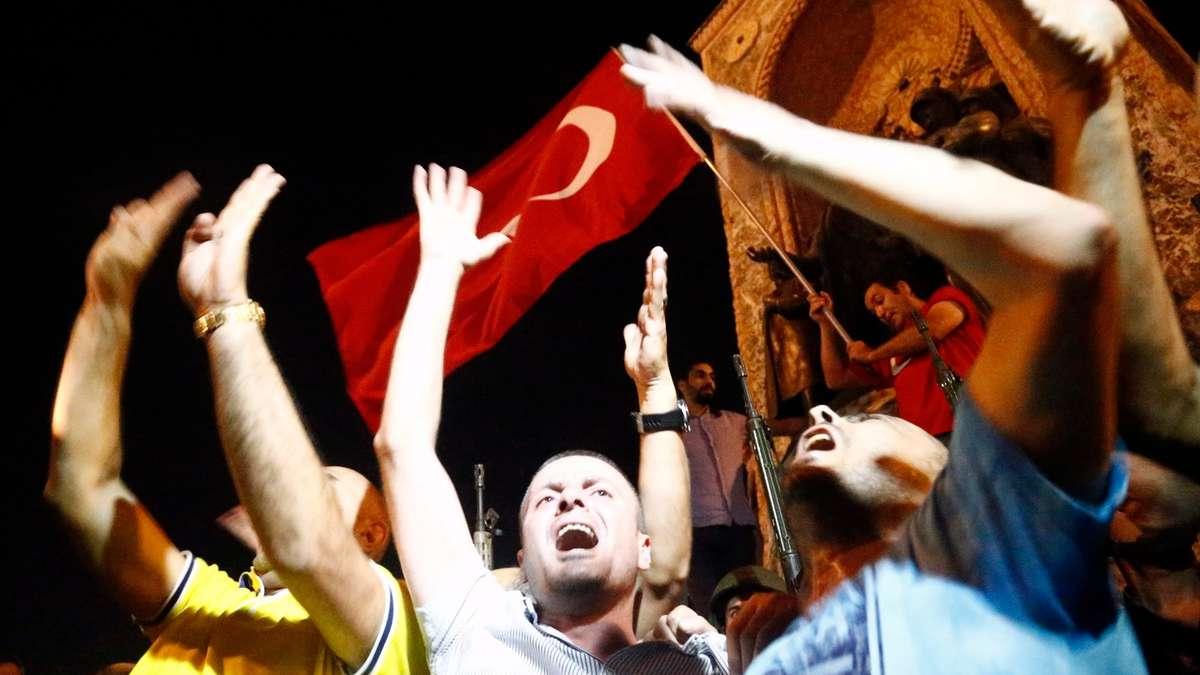 Putschversuch In Der Türkei Demo In Frankfurt Flüge Gestrichen