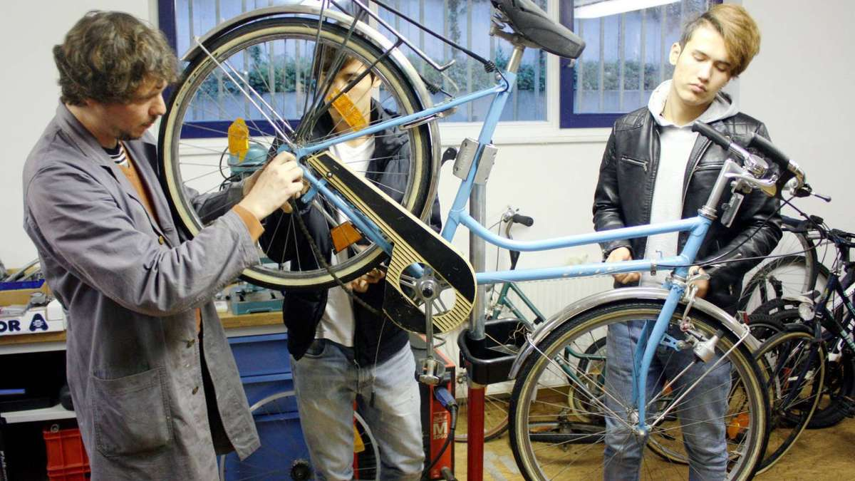Ausrangierte Drahtesel Werden In Neuer Fahrradwerkstatt In Dreieich