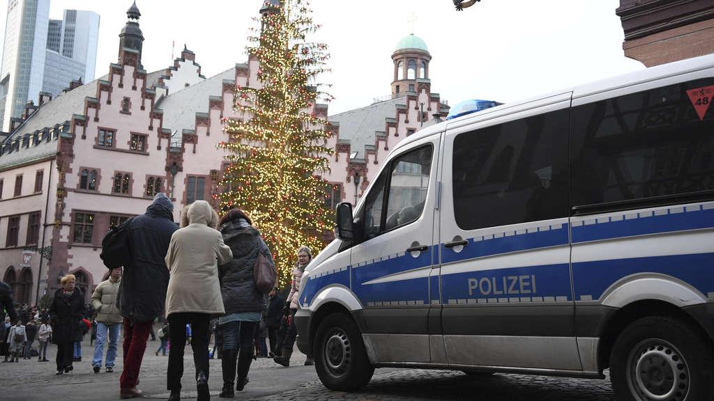 polizei zeigt an weihnachten mehr pr senz frankfurt. Black Bedroom Furniture Sets. Home Design Ideas