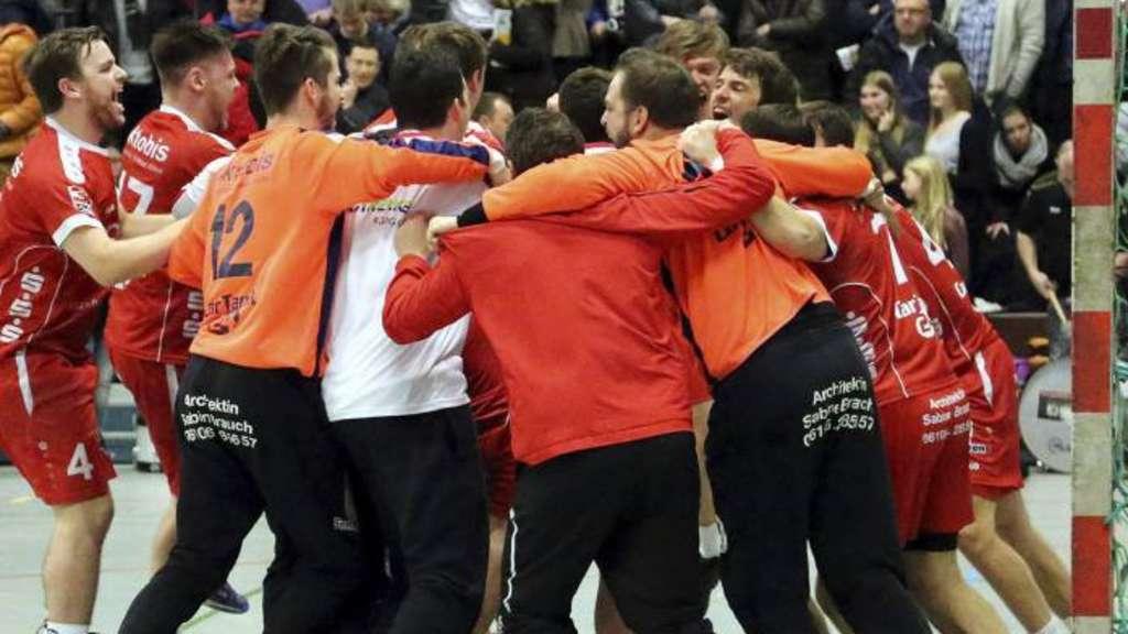 Die Rodgauer Handballer feiern das 26:25, den ersten Sieg überhaupt bei der MSG Groß-Bieberau/Modau. - Foto: Pfliegensdörfer