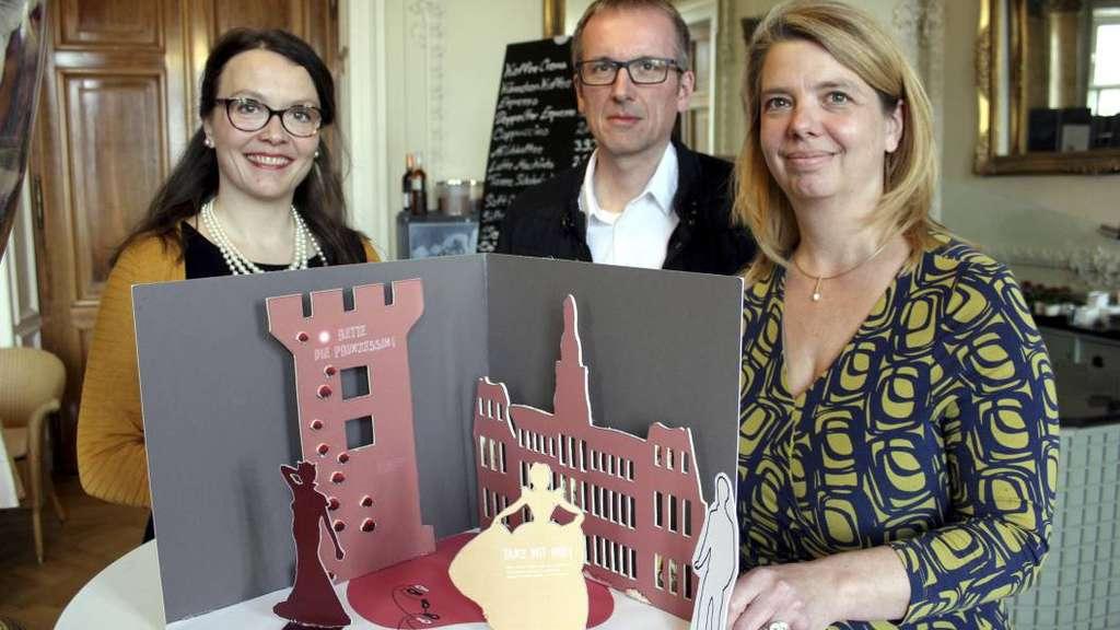 Die Museumsgestalter Anja Schwarz Düder Und Jens Düser Aus Karlsruhe Mit  Der Museumspädagogin Nina Schneider