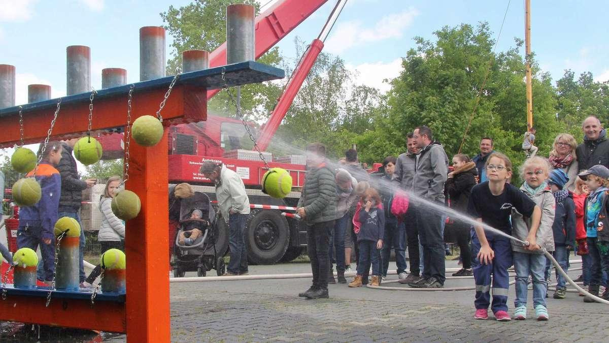 Klettergurt Feuerwehr : Großes erlebnis für kleine besucher am tag der feuerwehr in rodgau