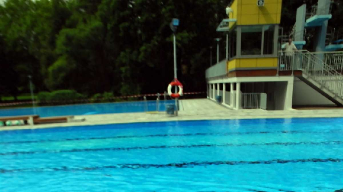 Haben Schwimmbäder Offen