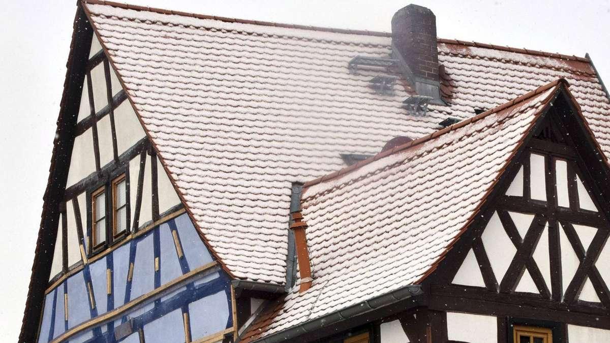 Altestes Fachwerkhaus In Steinheim Tragender Balken Ist Morsch
