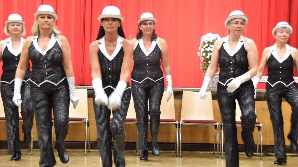 Tanz-Vorführungen sowie eine Ausstellung von Arbeiten der Mal- und Fotokurse standen im Riesen auf dem Programm. Fotos (2): prochnow