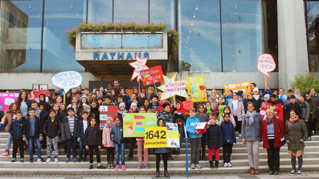 Offenbach: Goetheschüler Protestieren Vor Rathaus