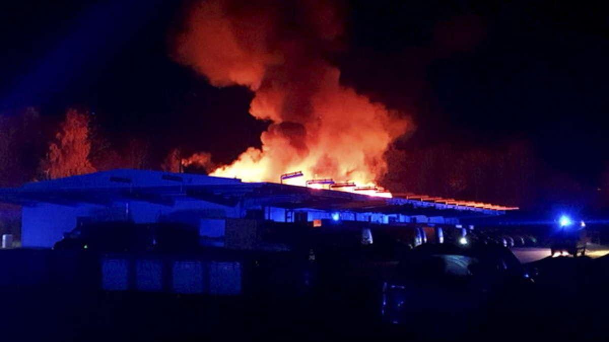 Alsfeld: Brand in Briefzentrum der Deutschen Post - Riesiger Schaden   Hessen - op-online.de