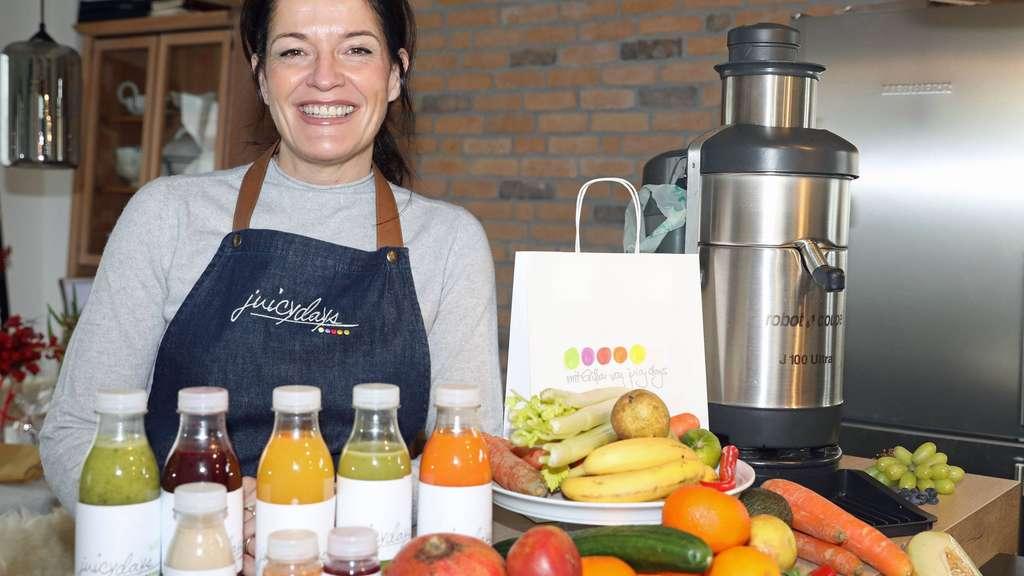Saftladen: Andrea de las Heras verarbeitet Obst und Gemüse in einer Zentrifuge zu schmackhaften Mischungen.