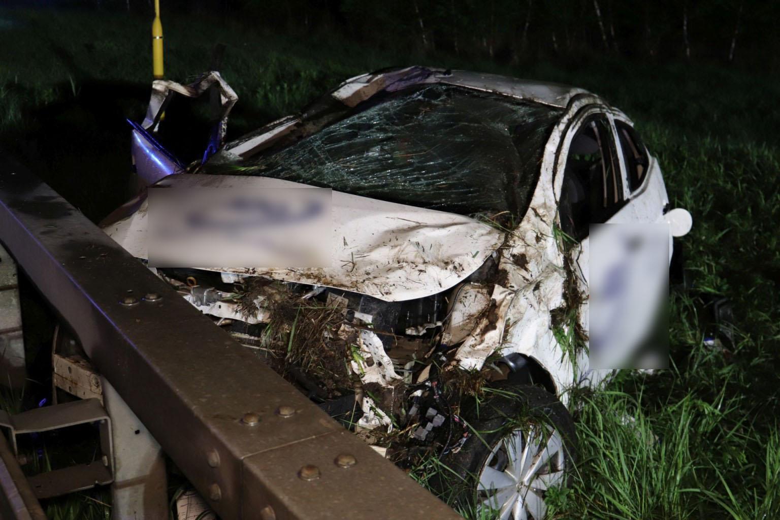Auto überschlägt sich auf der A3: Zwei Männer verletzt